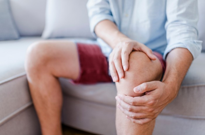 menderita penyusutan jaringan otot